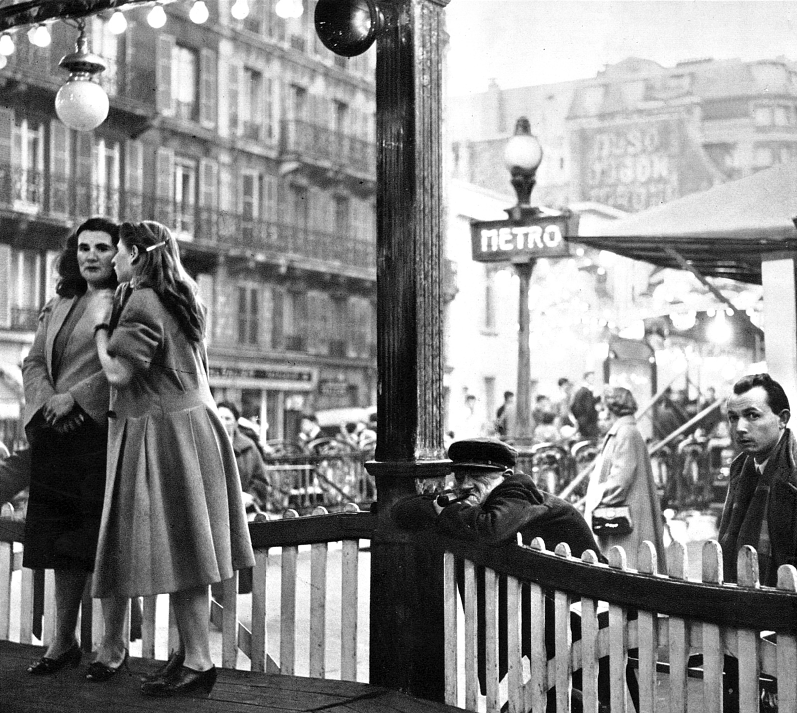 One of the dozens of photographs of Paris taken by Patrice Molinard for the 1954 edition of Paris Vagabond