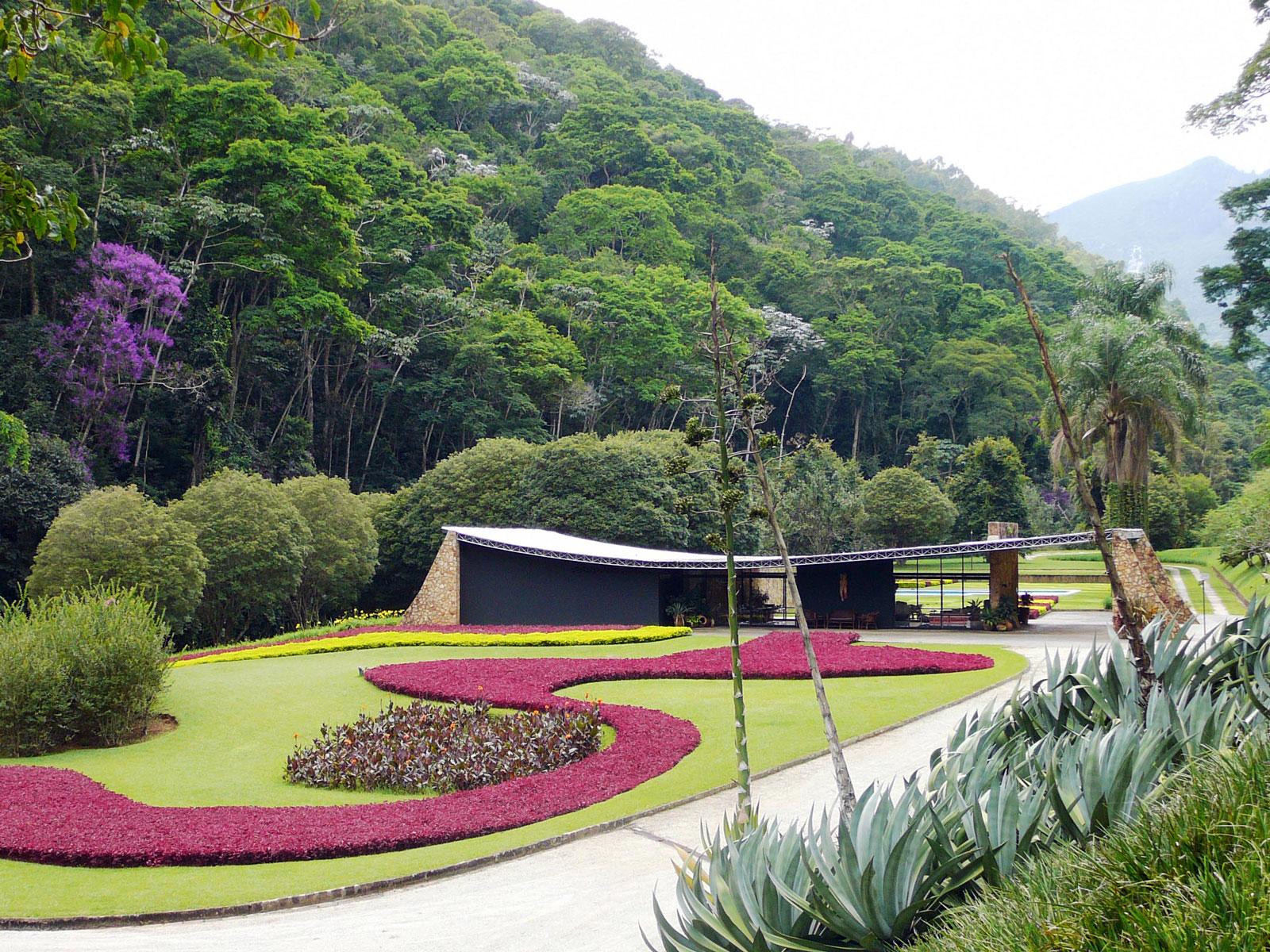 Edmundo Cavanellas Residence, designed by Oscar Niemeyer with landscape design by Roberto Burle Marx, 1954