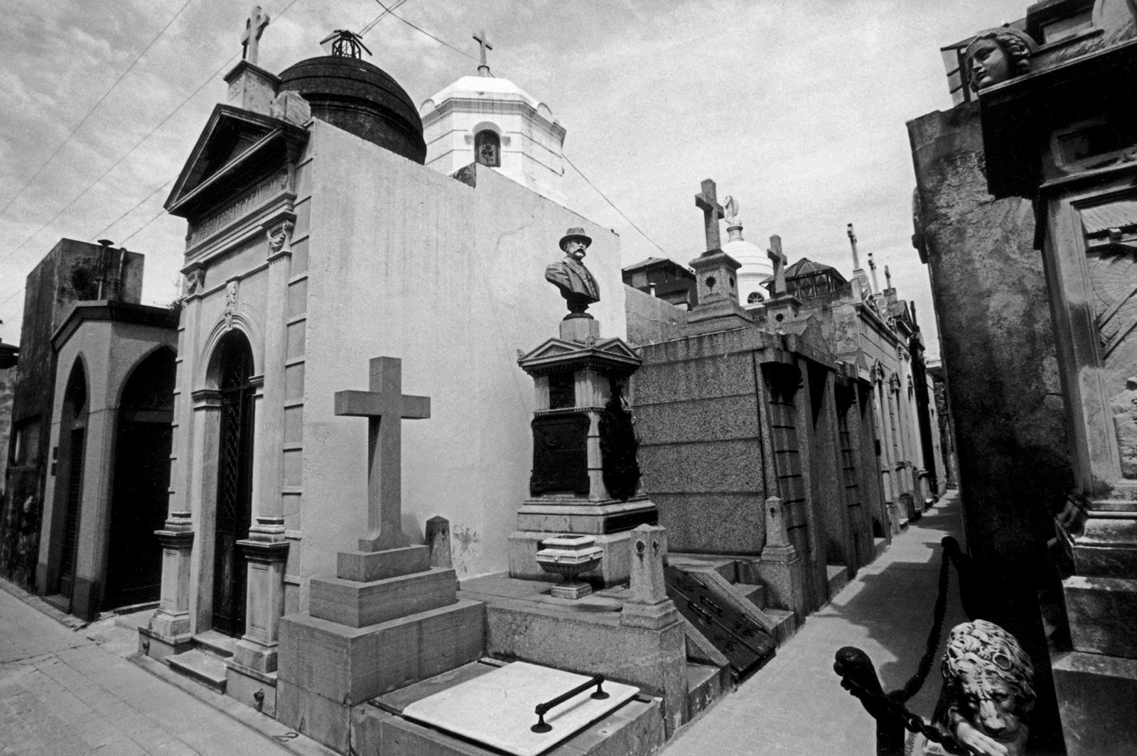 La Recoleta Cemetery, Buenos Aires, Argentina, 2002