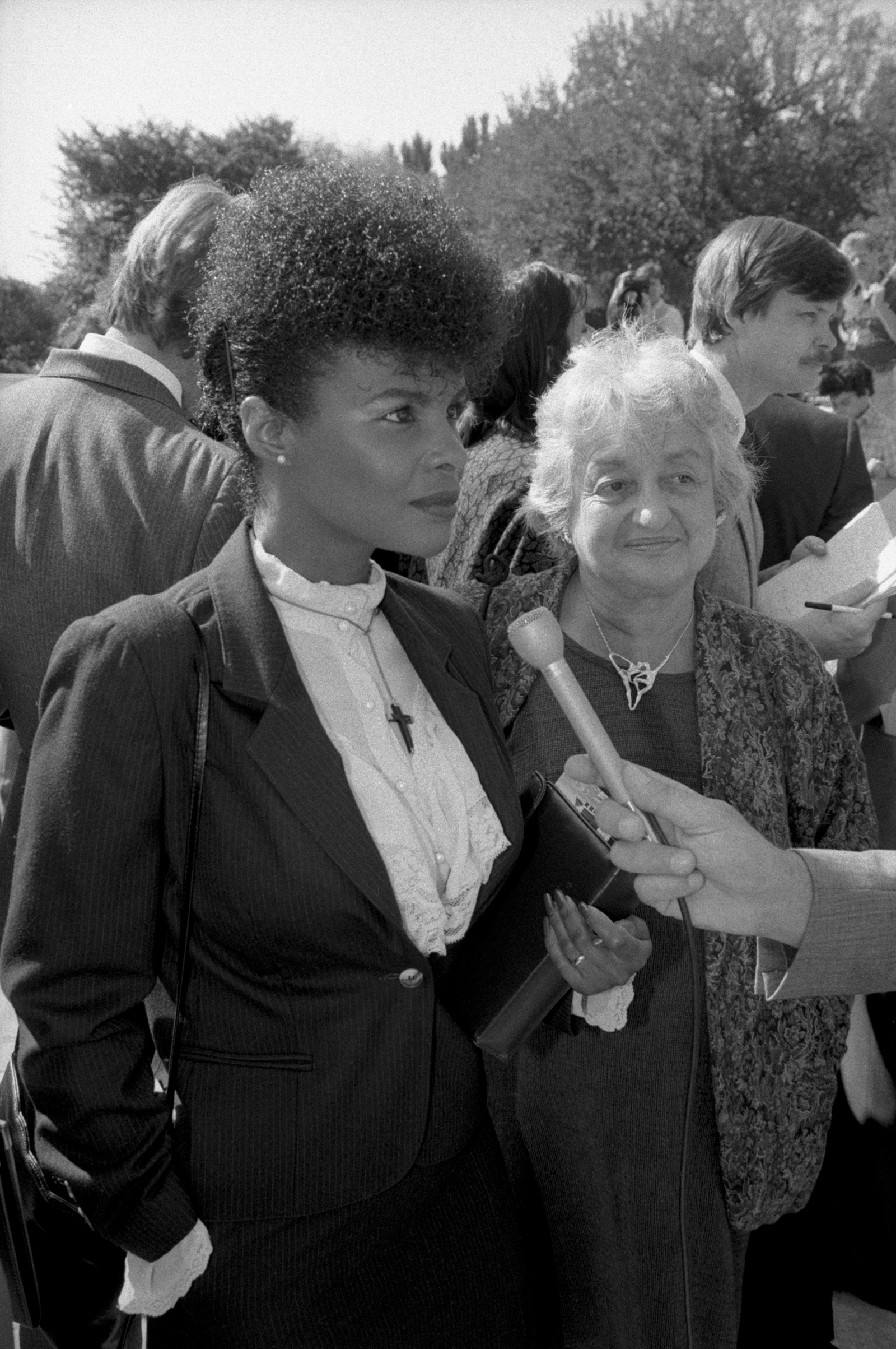Lillian Garland, who lost her job as a receptionist at California Federal Savings and Loan in Los Angeles while she was on maternity leave, with Betty Friedan at the Supreme Court during arguments in her case, October 1986