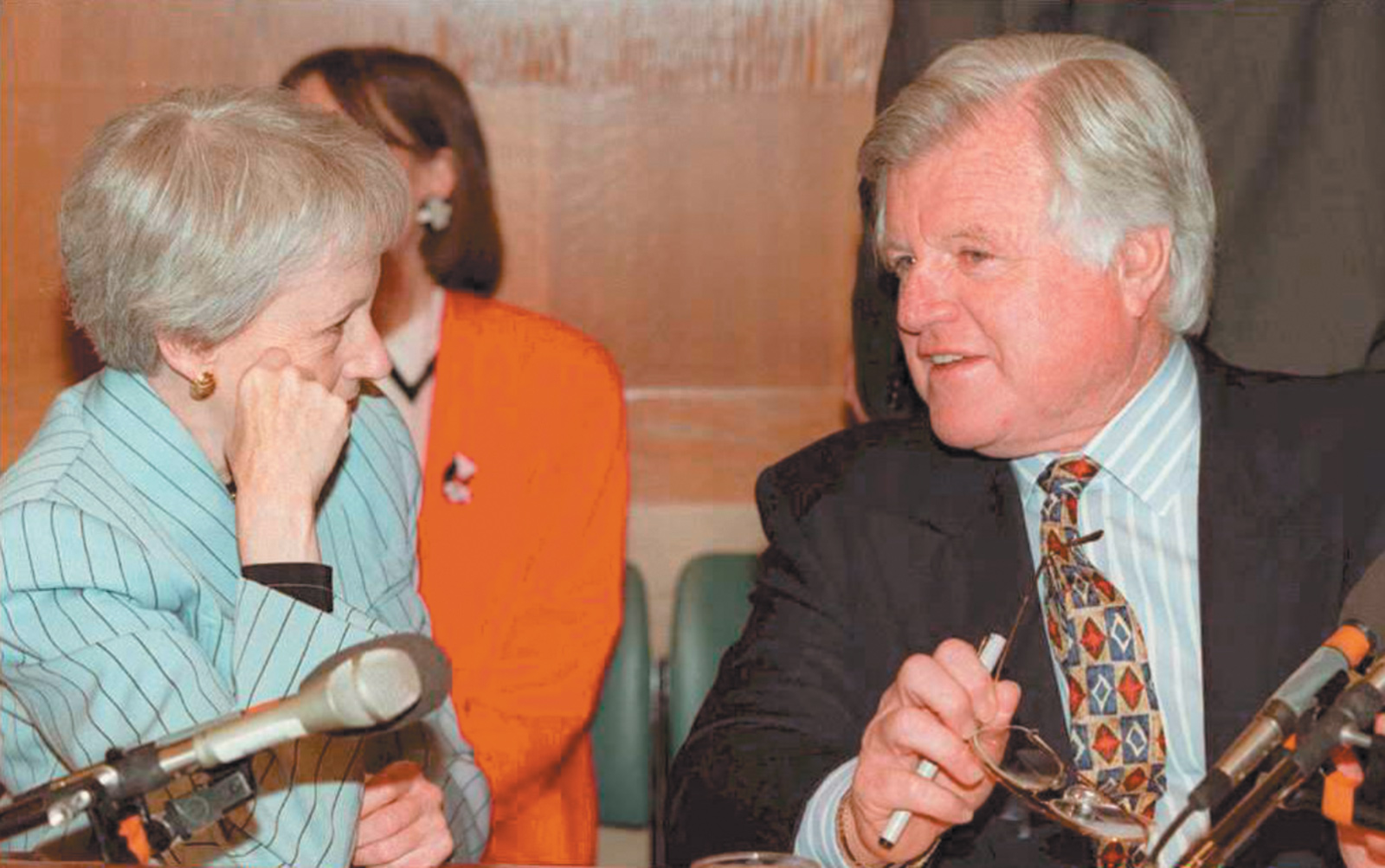 Ted Kennedy with Republican senator Nancy Kassebaum of Kansas at a meeting of the Senate Labor and Human Resources Committee, Washington, D.C., May 1995