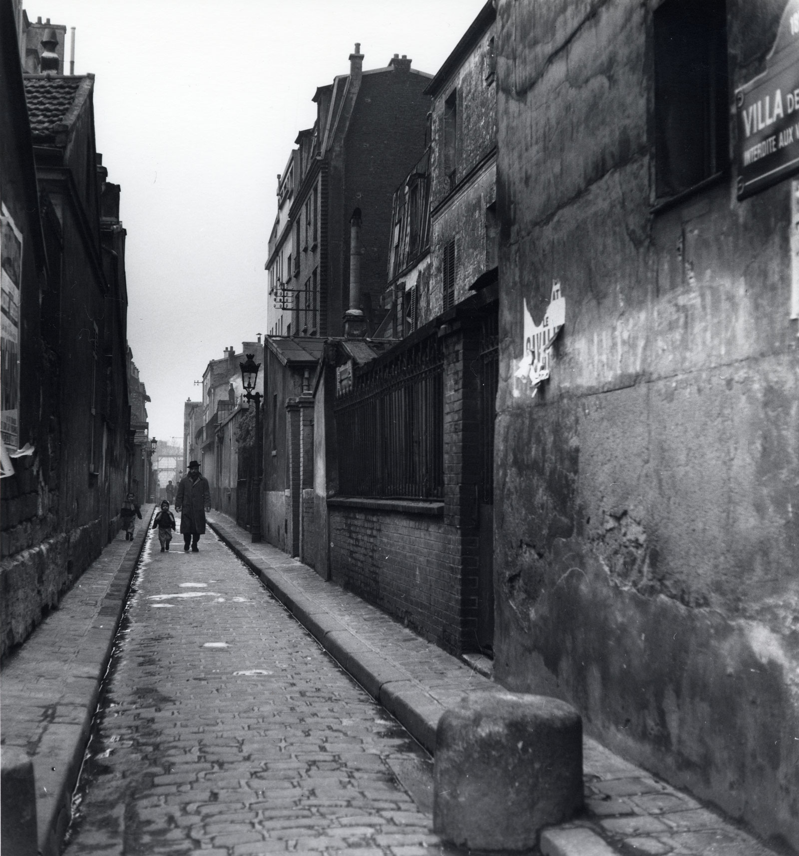 Villa des Tulipes, a street in the eighteenth arrondissement, photographed by Dorothy Bohm, Paris, 1953