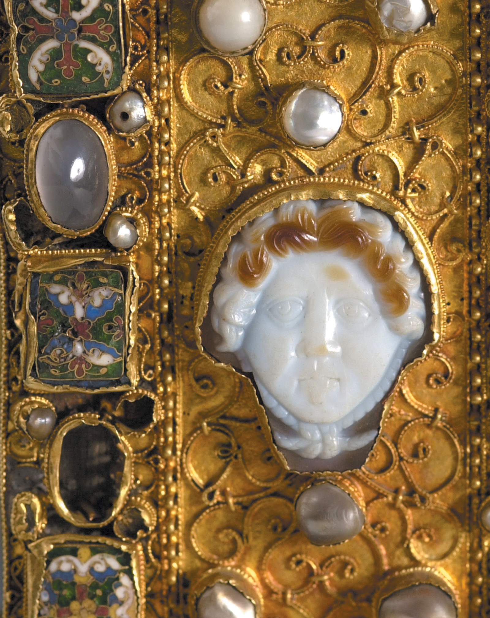 An onyx head of Medusa from a jeweled cross, circa 900–1050, from the Essen Cathedral Treasury