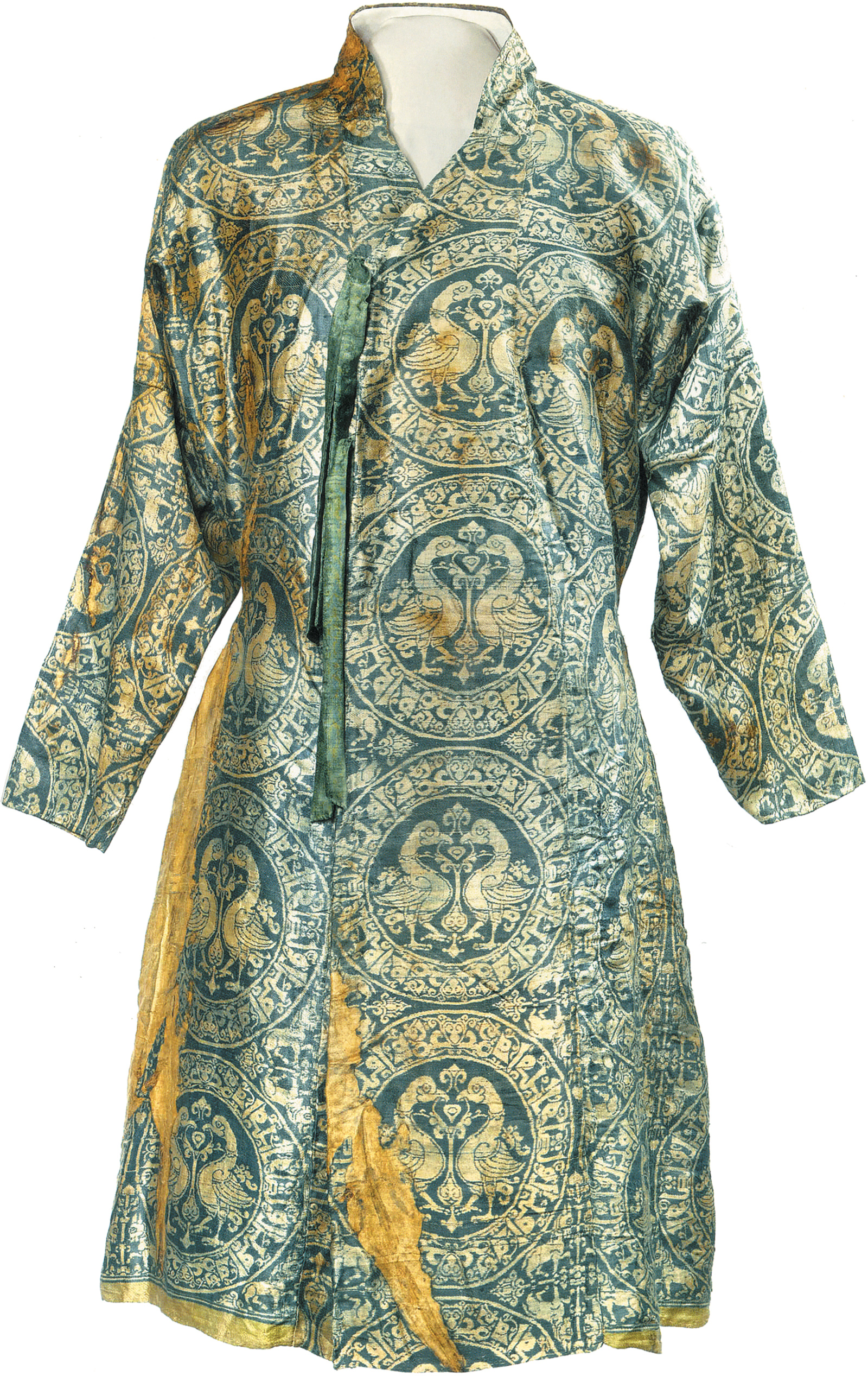 A silk robe with 'Glory, prosperity, and victory' written in Arabic around each pair of birds, Iran, eleventh­–twelfth century