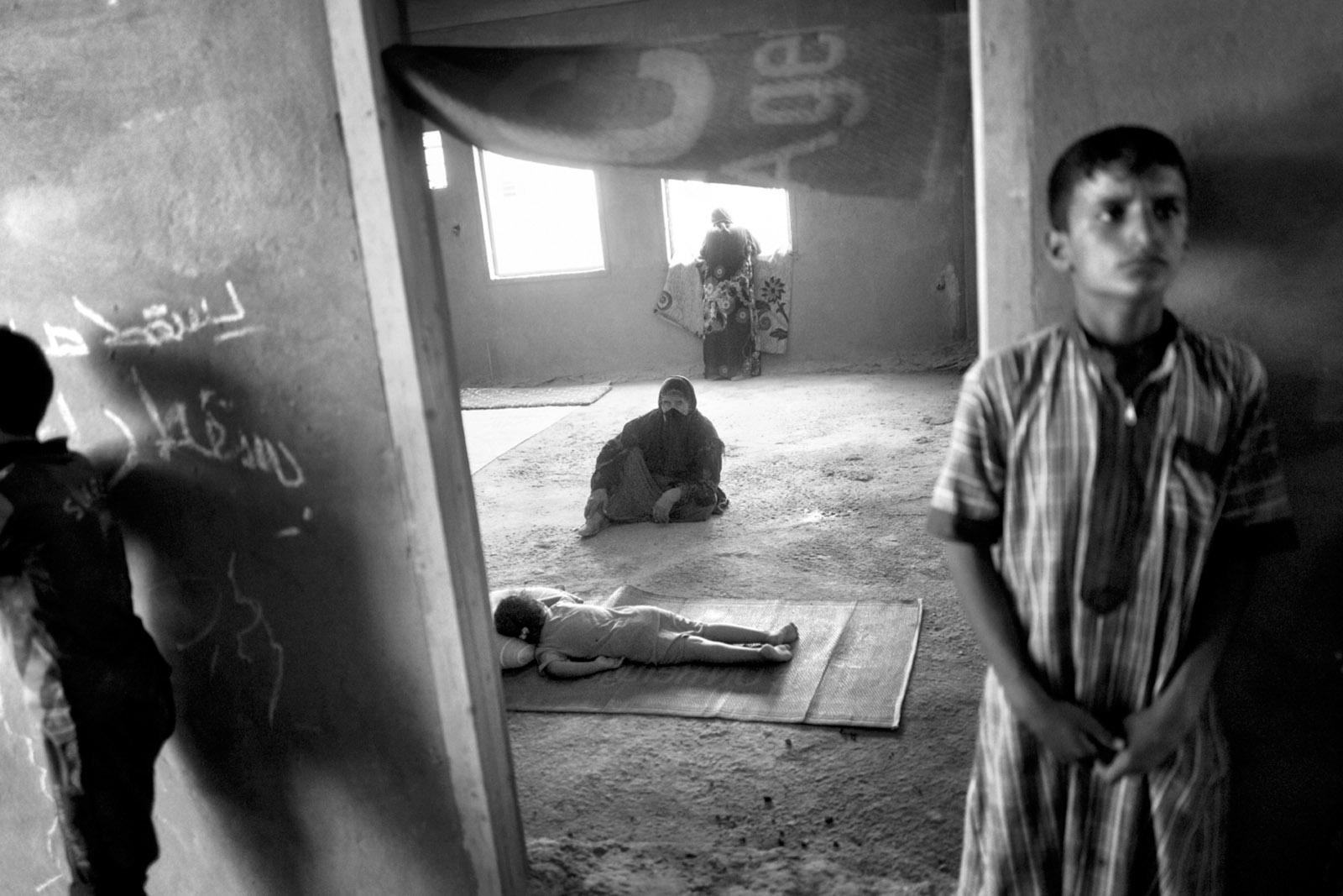 Internally displaced Iraqis taking refuge in an unfinished apartment complex in Tikrit after escaping from ISIS-controlled Shirqat, July 2016