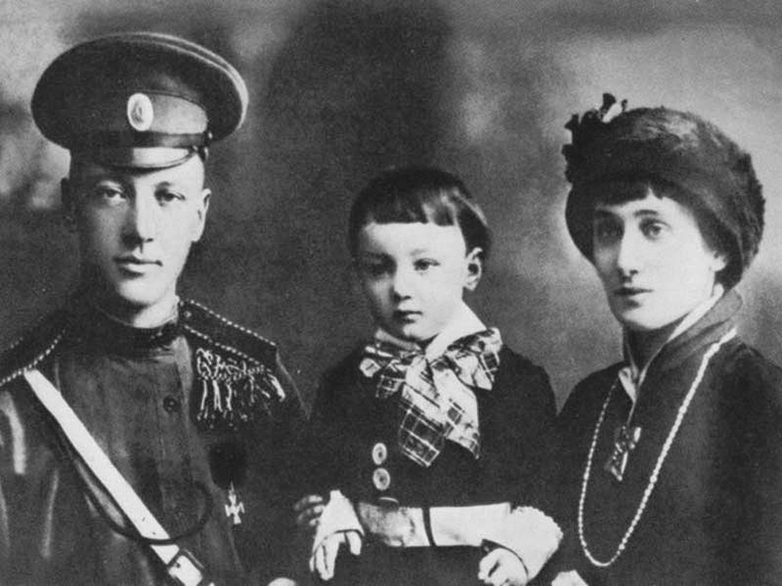 Lev Gumilev with his parents, Nikolai Gumilev and Anna Akhmatova, 1916