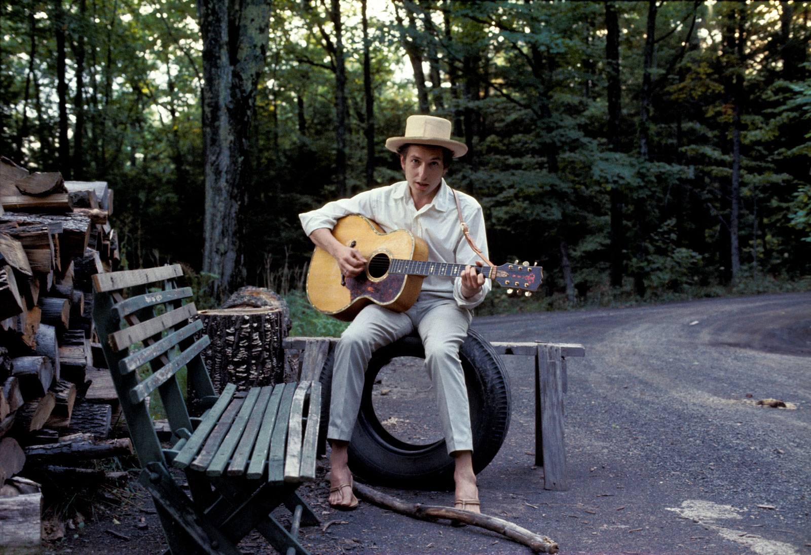 Bob Dylan wins Nobel Prize for his contribution to literature