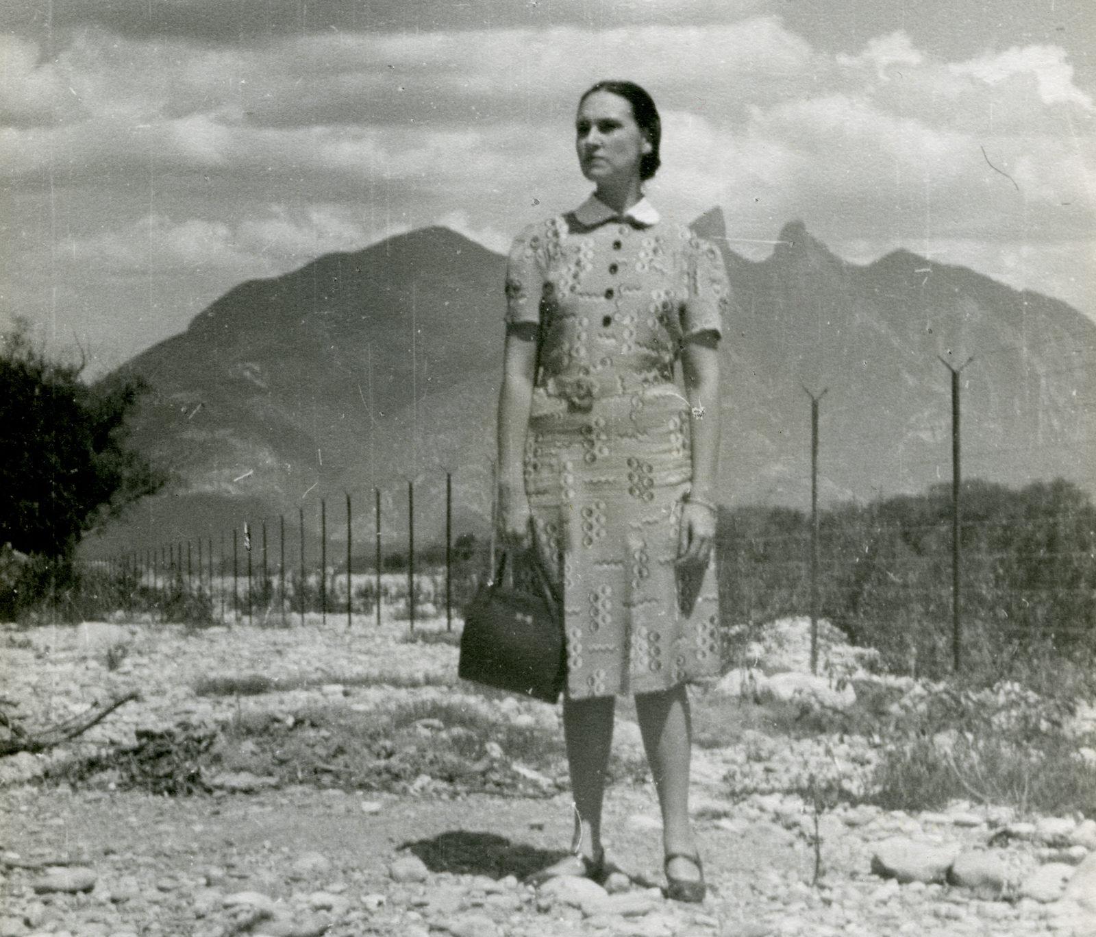 Carmen Herrera in front of the Cerro de la Silla in what is now downtown Monterrey, Mexico, en route to her honeymoon in Acapulco, 1939