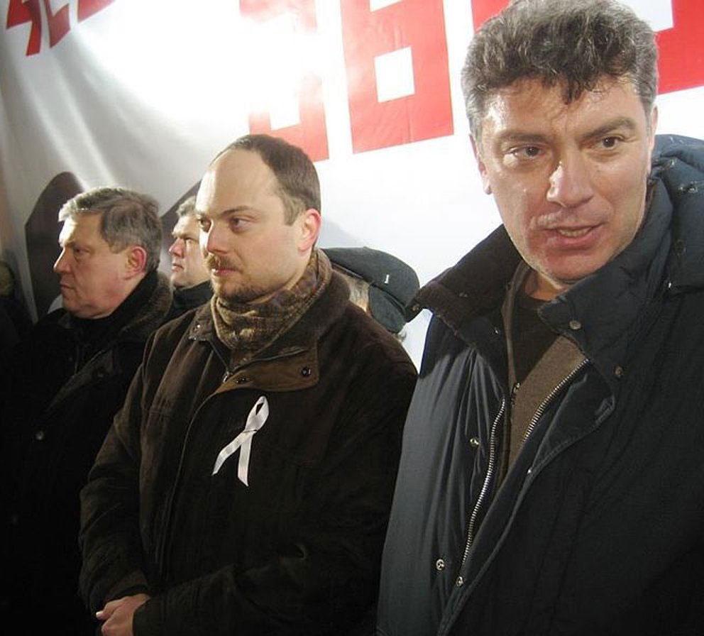 Vladimir Kara-Murza and slain Russian politician Boris Nemtsov, at an opposition rally, Moscow, March 5, 2012
