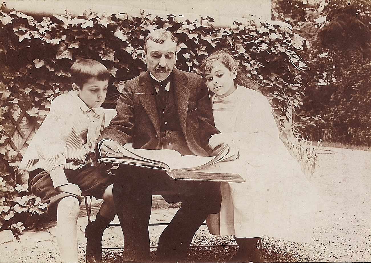 José Maria de Eça de Queirós reading with his children, circa 1893