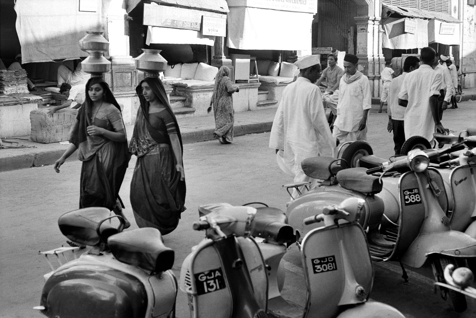 Très Cartier-Bresson's Distant India | by Ratik Asokan | NYR Daily  BM19
