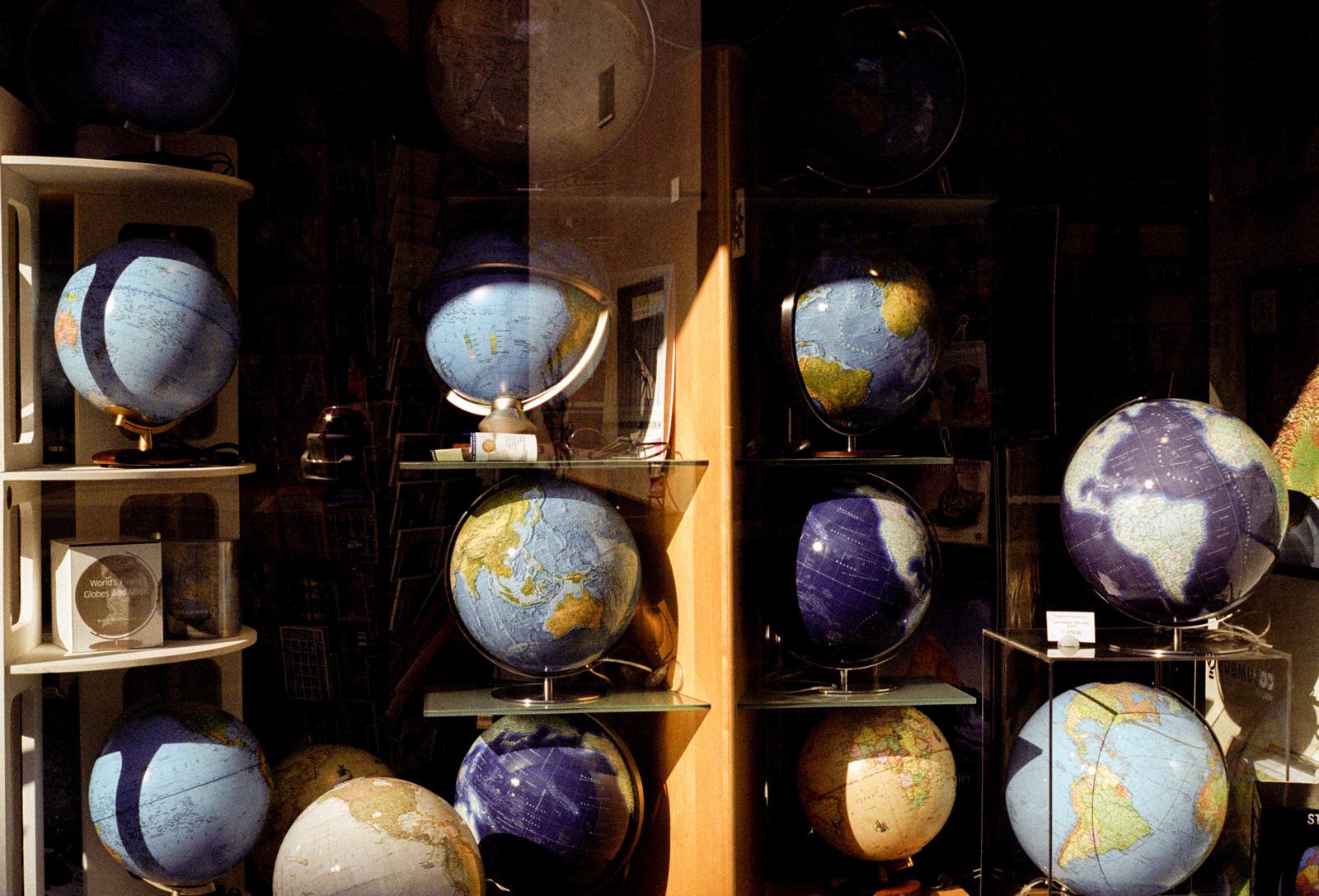cole-globes