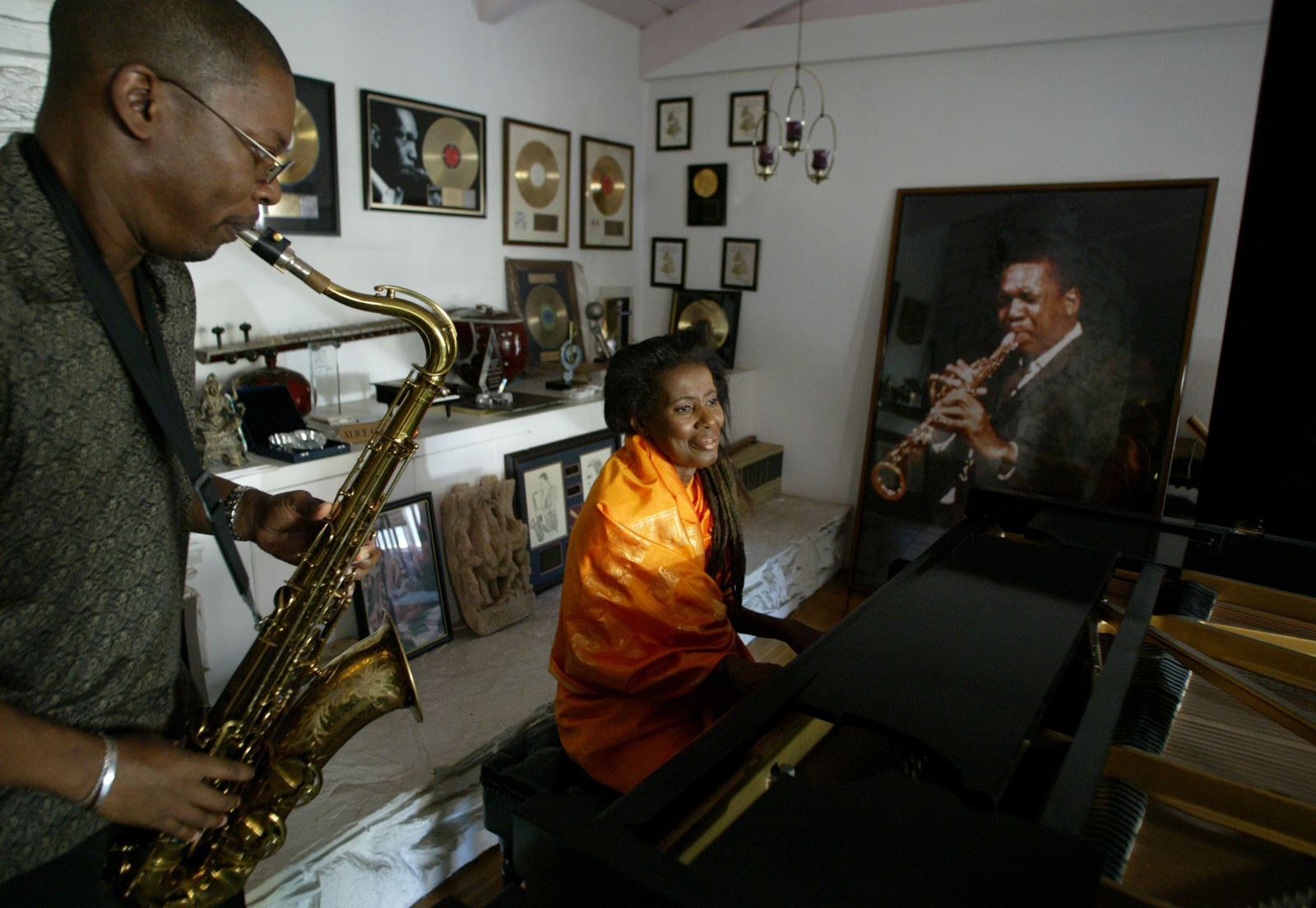Alice Coltrane and her son Ravi with a photograph of John Coltrane, September 4, 2004
