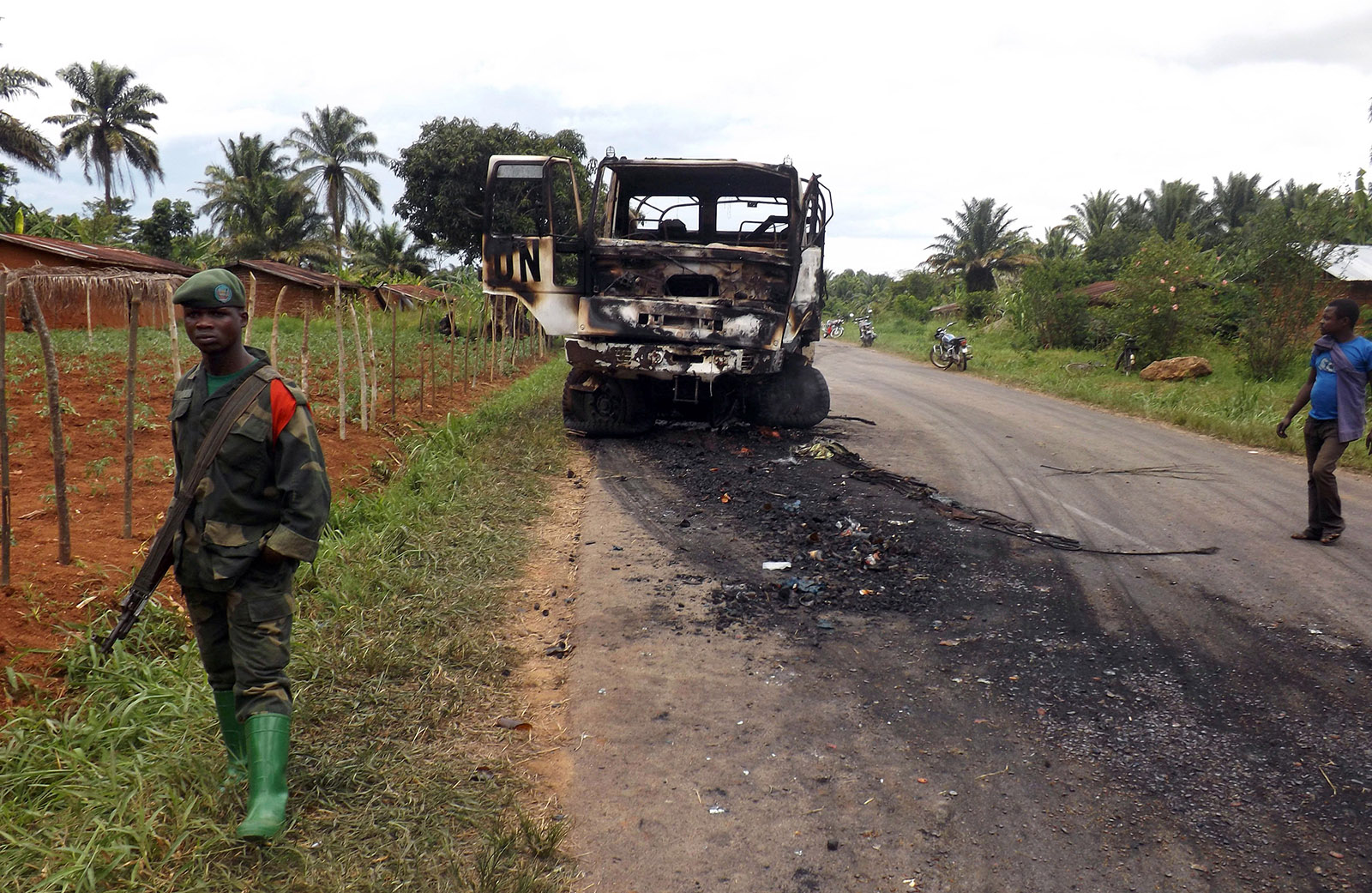 A United Nations vehicle burned out in fighting near Beni, eastern Congo, on May 5, 2015