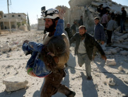 A White Helmet member carrying a wounded girl after Russian airstrikes on Urum al-Kubra, a town west of Aleppo, Syria, November 6, 2016