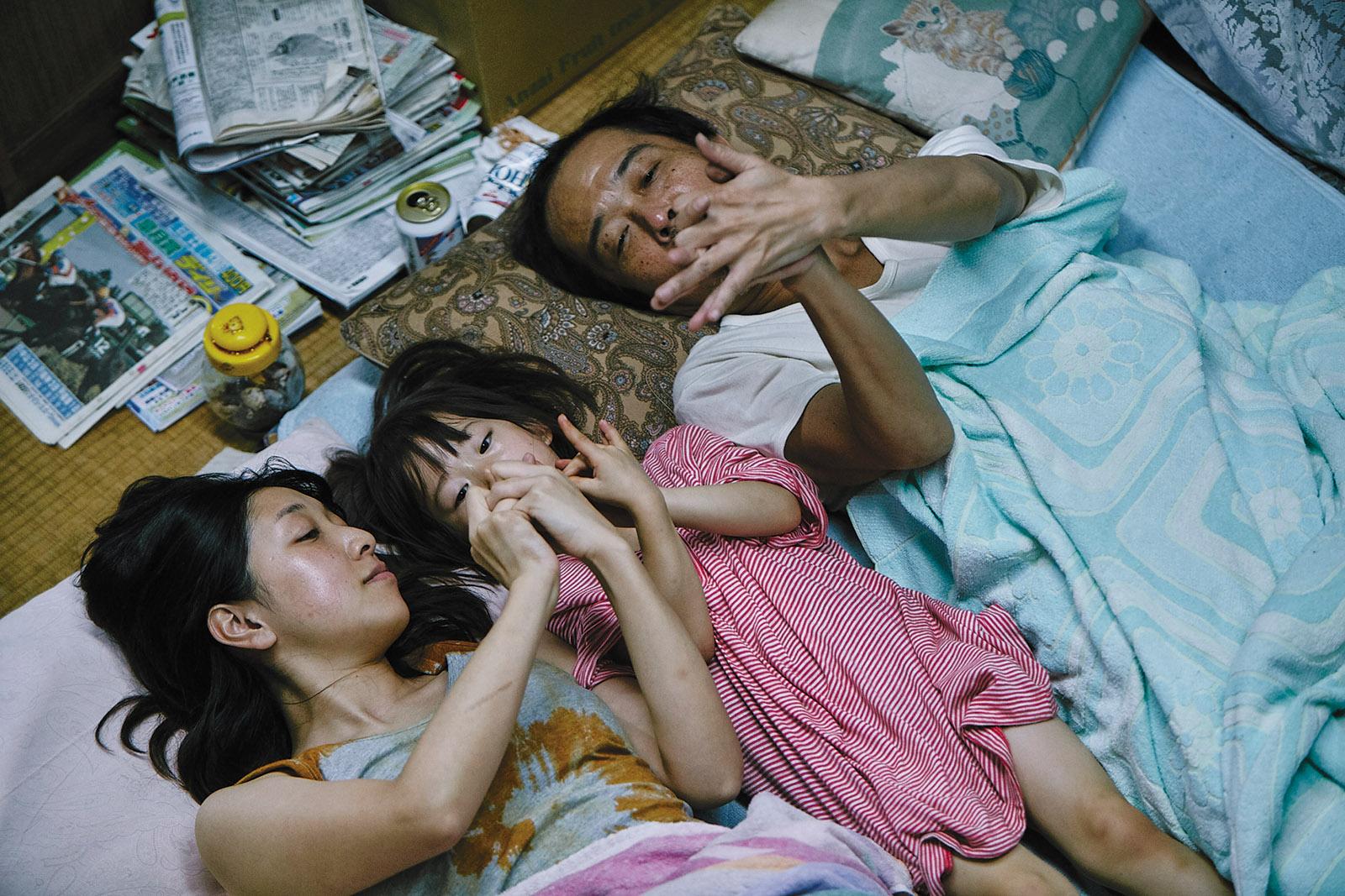Sakura Ando, Miyu Sasaki, and Lily Franky as Nobuyo, Yuri, and Osamu in Shoplifters, 2018