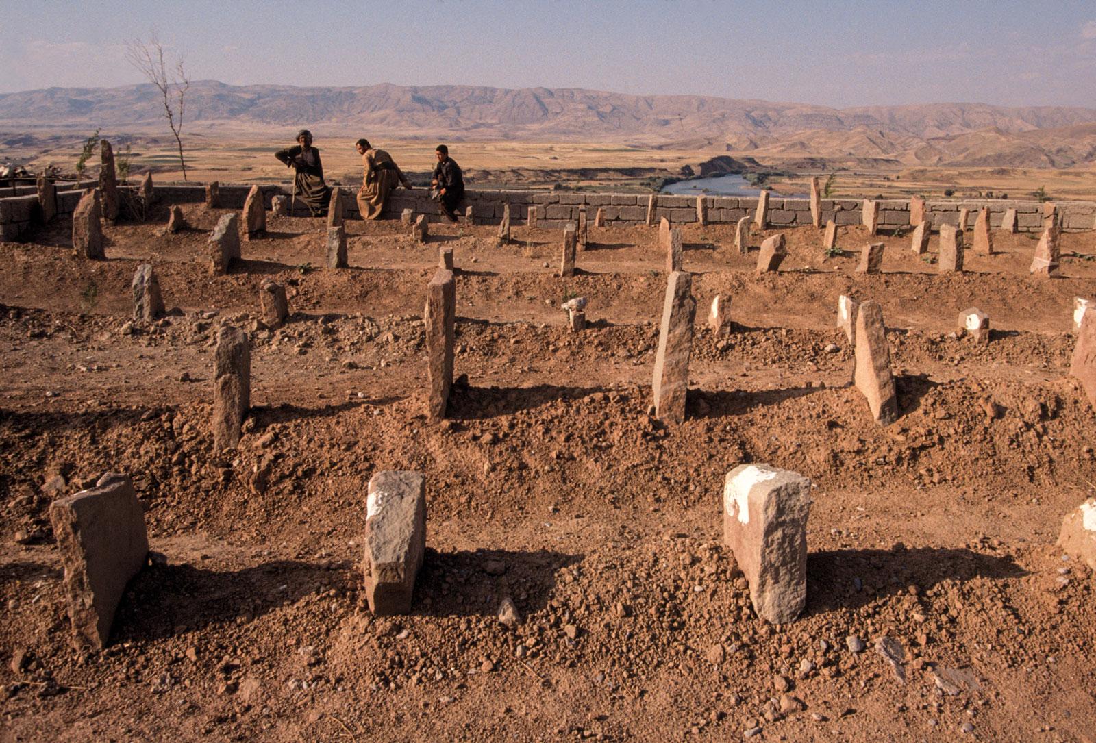 meiselas-cemetery-goktapa