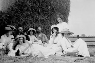 From back center to right, Daphne, Sydney, Noel, Margery, and Brynhild Olivier at a picnic, Hampshire, 1910