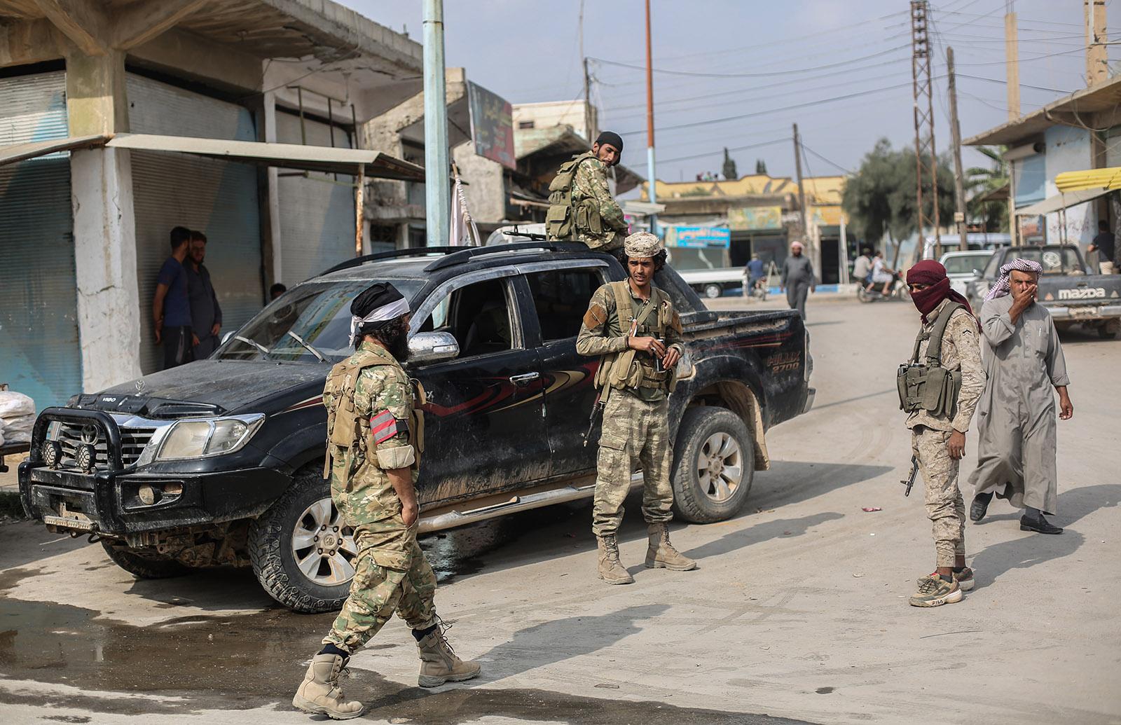 Miliziani sostenuti dalla Turchi a Tal Abyad, nella safe zone turca, 20/10/2019. Credits to: Anas Alkharboutli/via Getty Images.