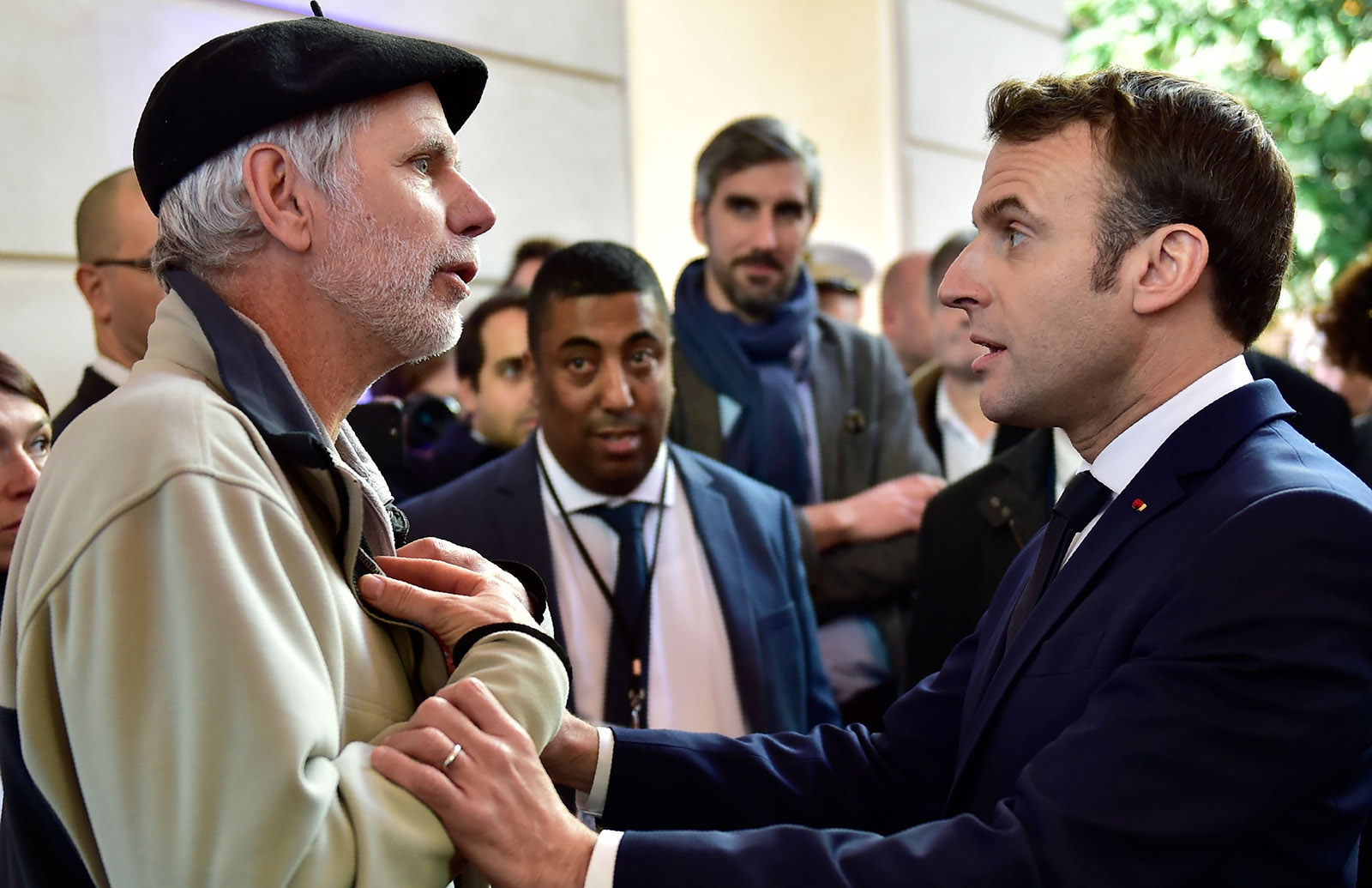 Teacher arguing with Emmanuel Macron over pension reforms
