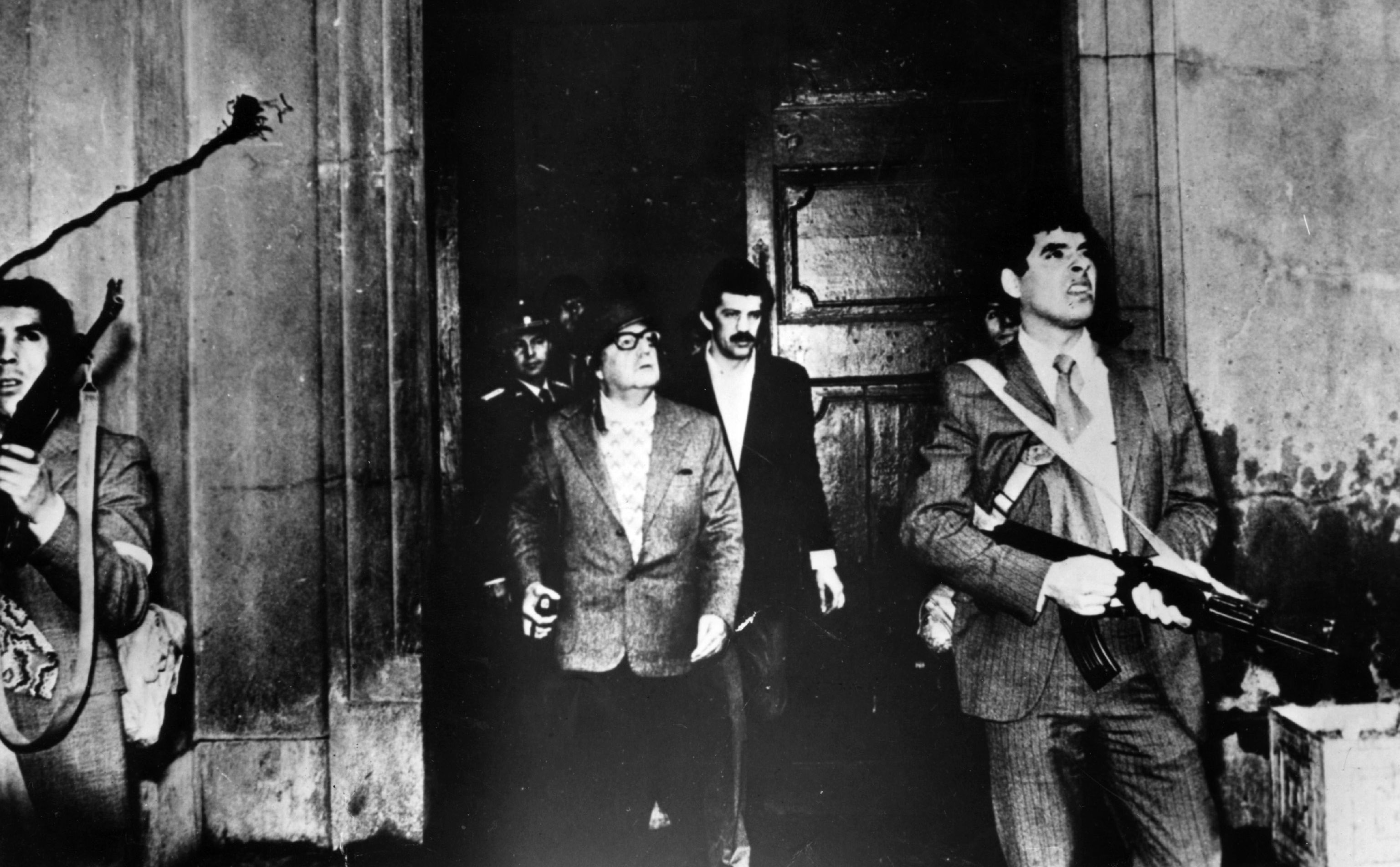 Armed guards with President Allende, 1973