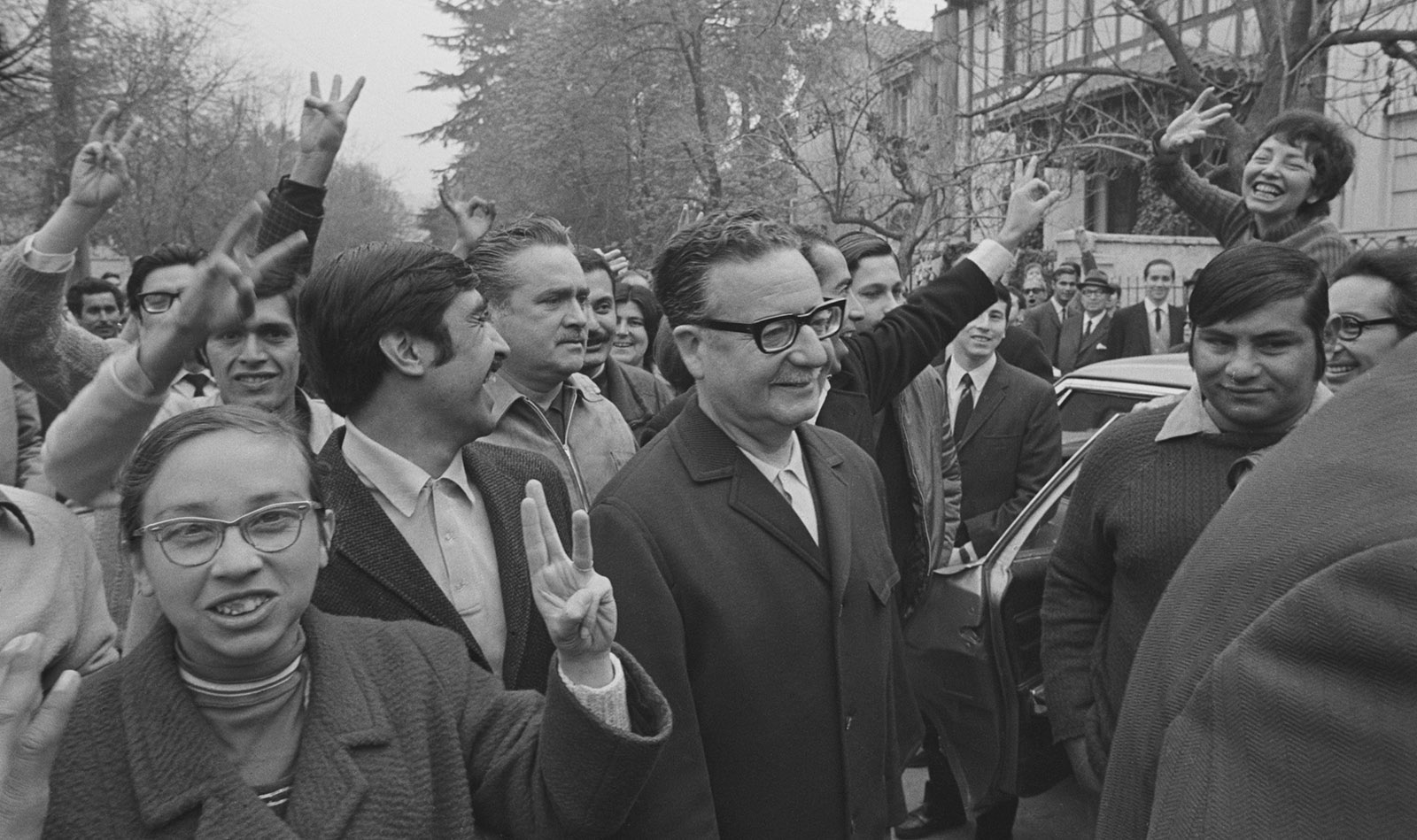 Salvador Allende with supporters, 1970