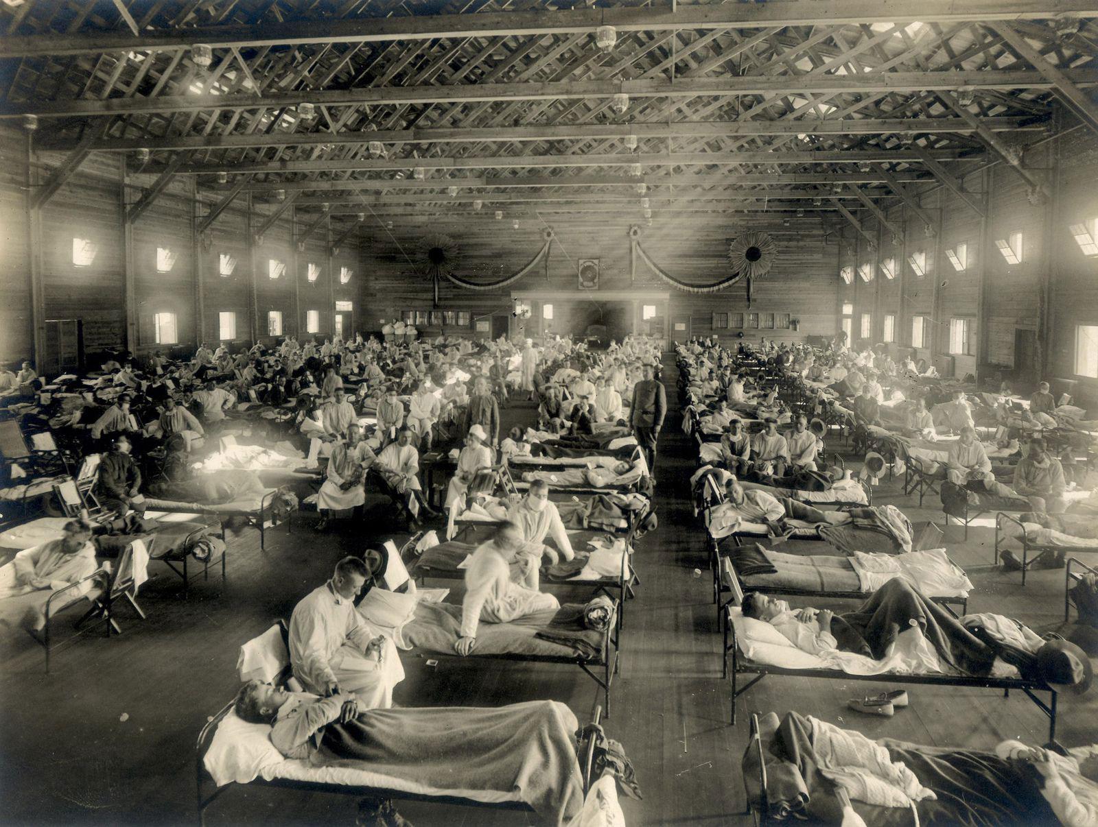 A makeshift flu ward at Camp Funston, Kansas, 1918