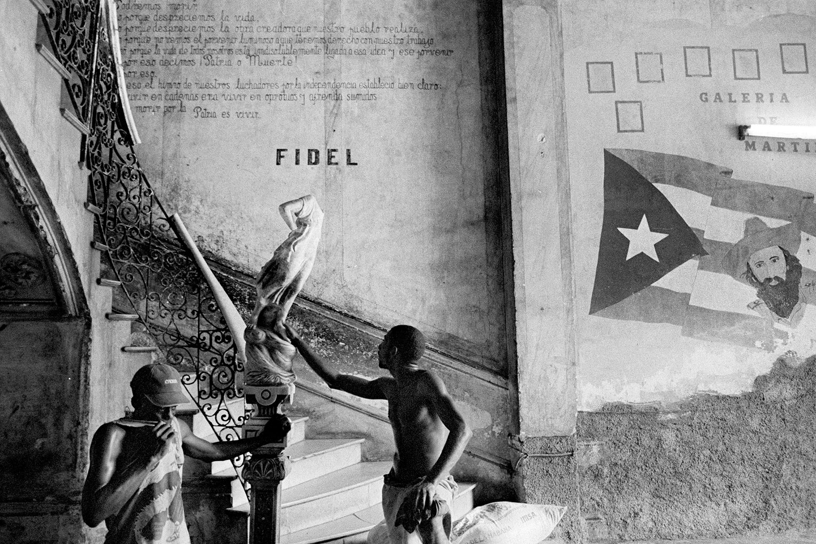 Workers repairing a colonial palace in Old Havana, 2007