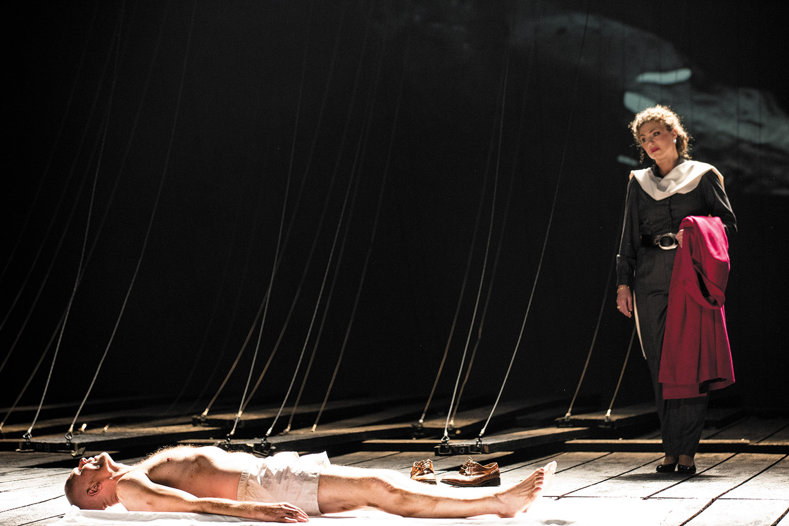 Bo Skovhus as Lear and Annette Dasch as Cordelia in Lear at the Paris Opera