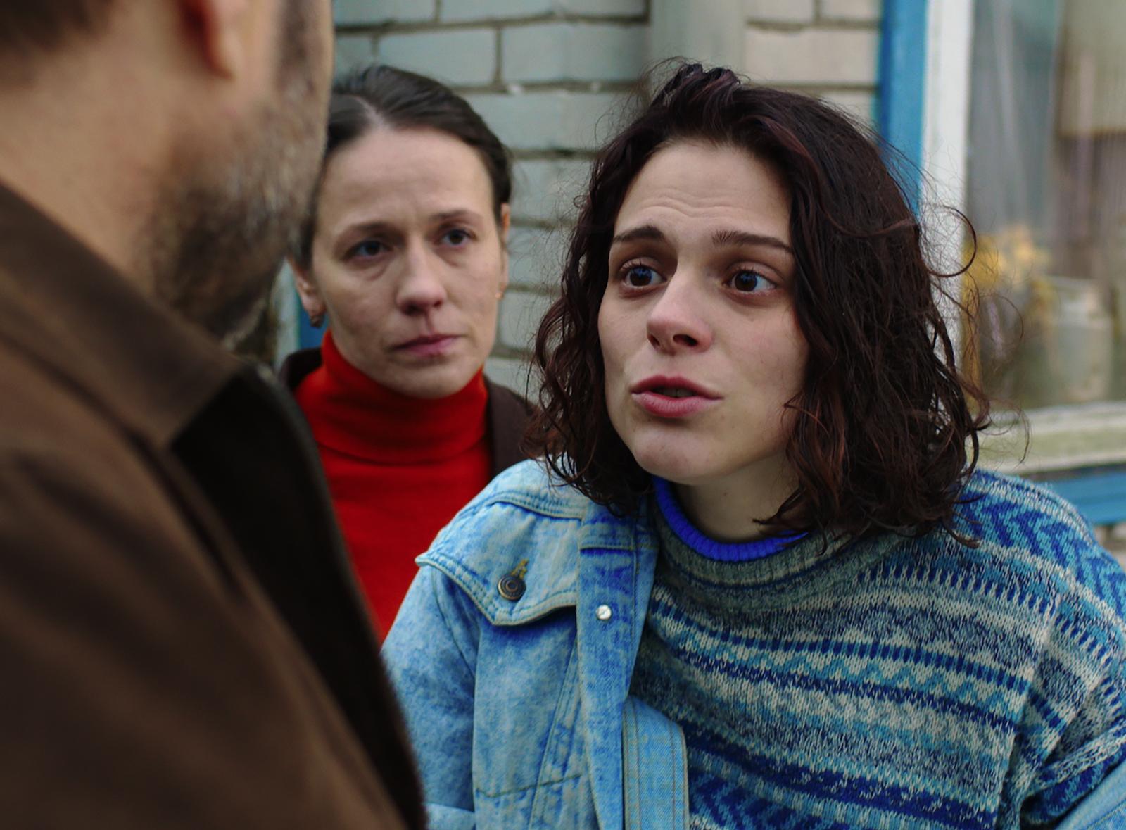 Darya Zhovner as Ilana and Olga Dragunova as Adina in Closeness, 2017