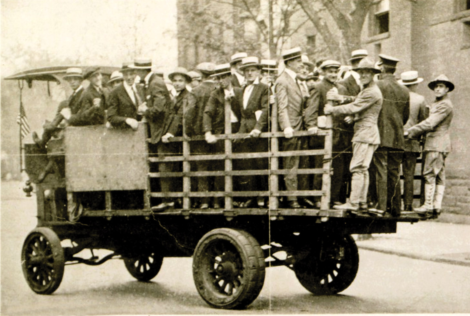 Suspected draft dodgers picked up in a 'slacker raid,' New York City, 1918