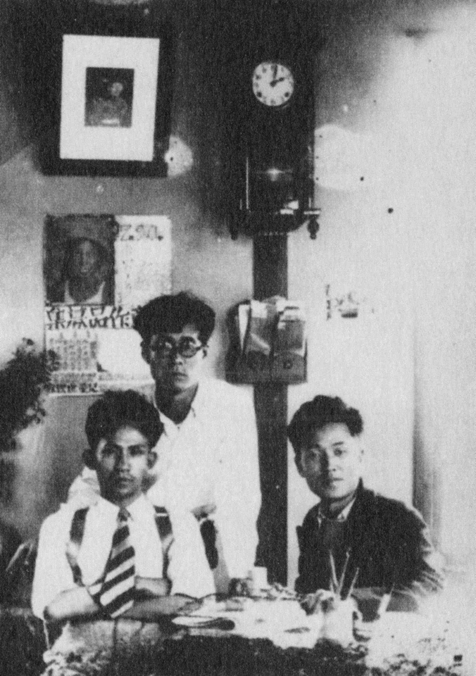 Yi Sang with the novelist Pak T'ae-wŏn and the poet Kim So-un